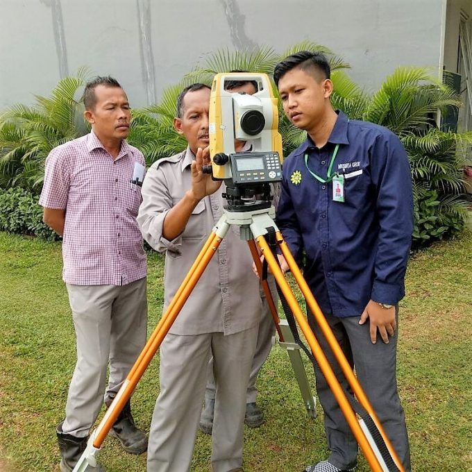 TRAINING ALAT SURVEY TOTAL STATION INDOSURTA-min